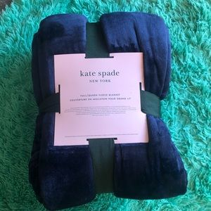 Soft and cozy Kate spade Throw blanket NWT